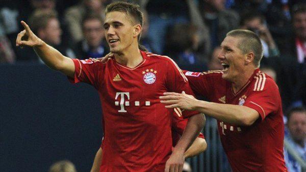 Nils Petersen at Bayern Munich with Sebastian Schweinsteiger - German soccer academy to Soccer Scholarships in the USA